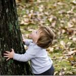 boyhugging tree[2]